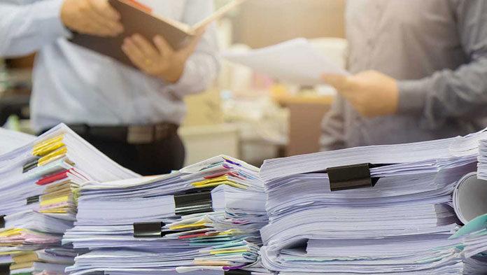 Praca notariuszy z bliska