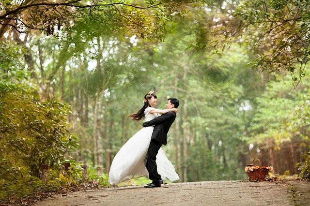 Prezenty na ślub, które sprawią radość. Oto 5 pomysłowych upominków!