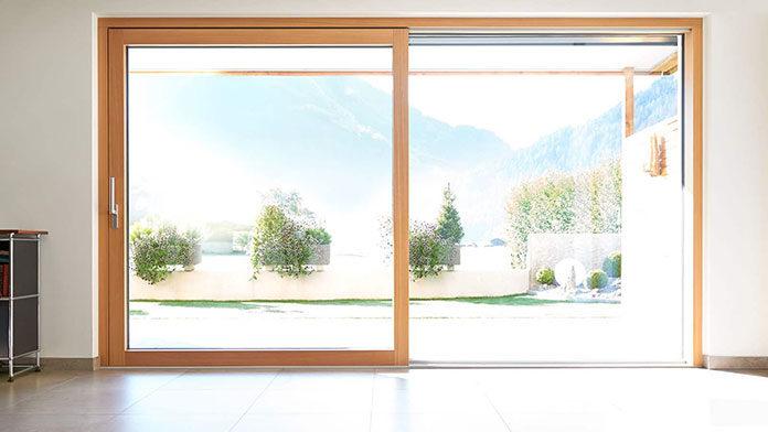 Okna przesuwne - plastikowe czy drewniane?