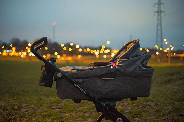 Jakie akcesoria przydają się w wózkach dla niemowląt